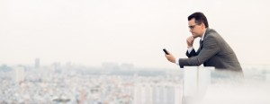 business-man-on-smartphone-798x310